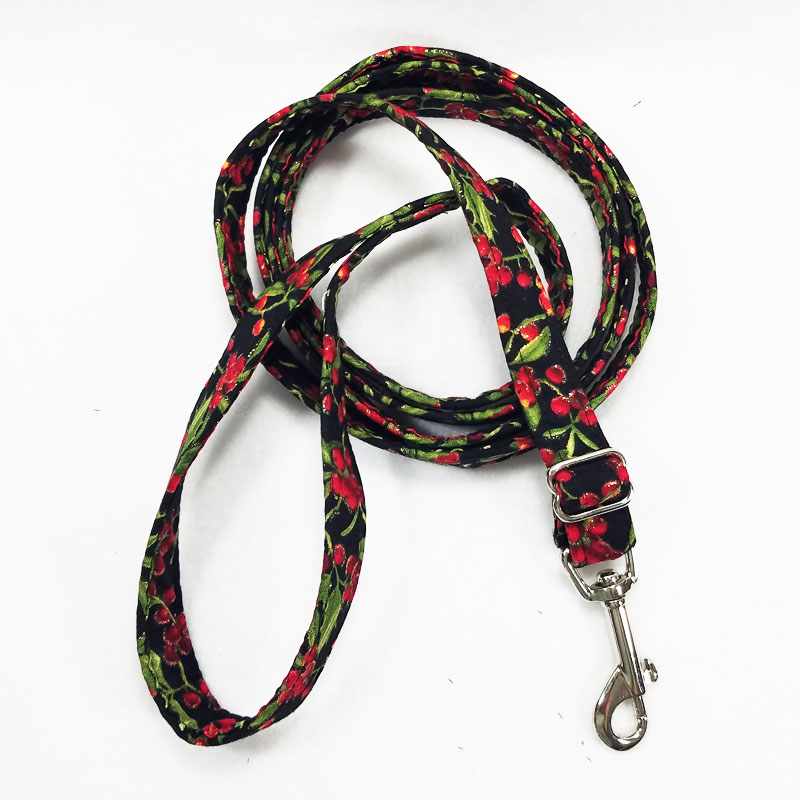 Holly Days Adjustable Leash